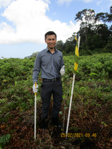 Commemorative planting by Dr Abby Tan Chee Hong, Assistant Vice Chancellor (Research) UBD. (Photo by: Wardah Tuah)